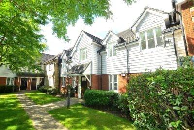 St. James Gardens, Chadwell Heath RM6